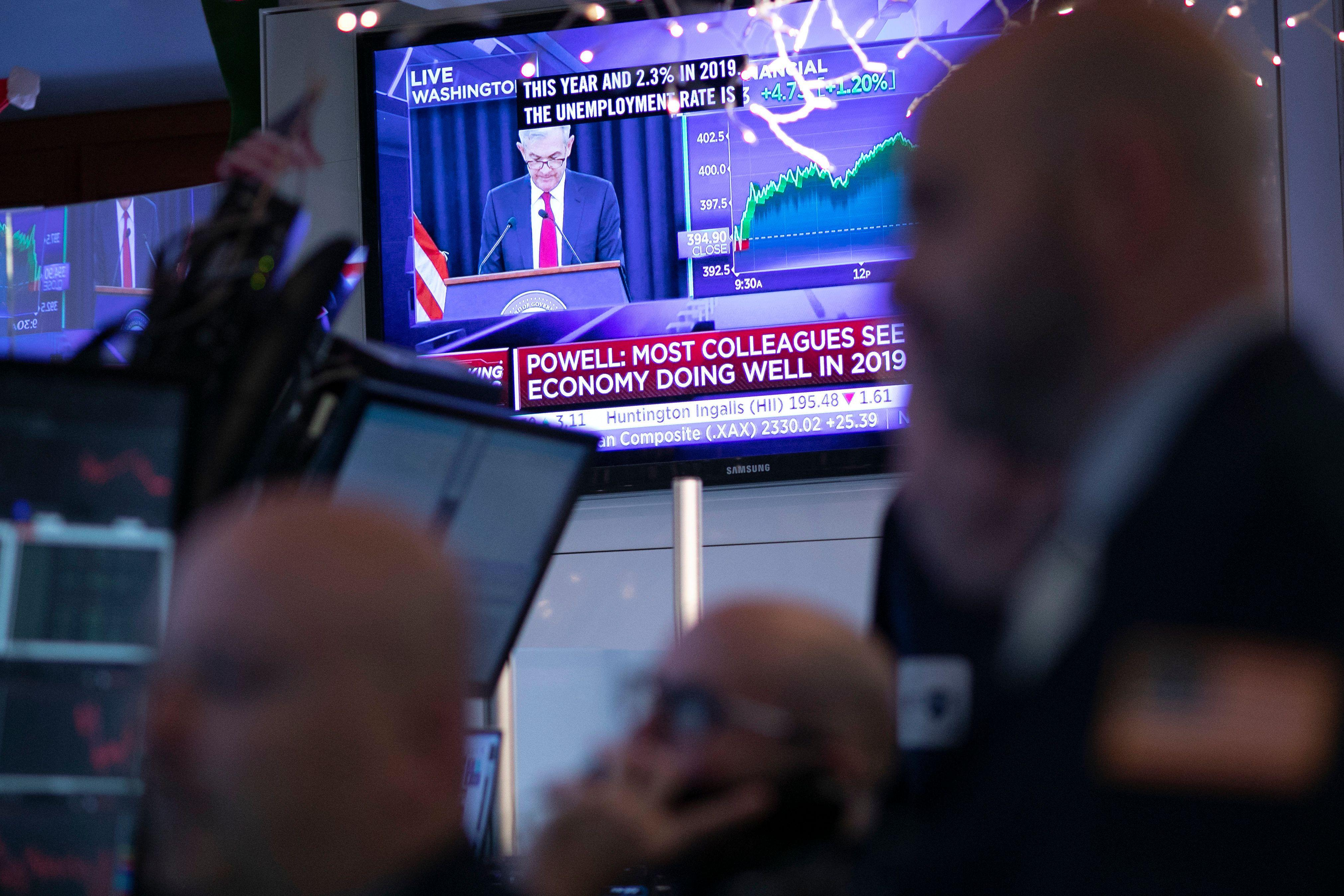 Stocks mixed ahead of Fed meeting minutes