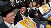 Hardline religious Jews protest against Israeli army service