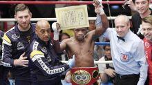 Boxeadores se enfrentam nesta segunda por recorde histórico