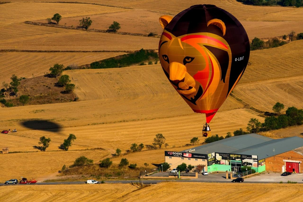 <p>A hot air balloon flies over the city of Igualada during an early flight as part of the European Balloon Festival on July 7, 2016 in Igualada, Spain. (David Ramos/Getty Images) </p>