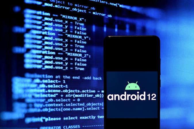 INDIA - 2021/04/17: In this Photo illustration  of an Android 12 logo seen displayed on a Smartphone. (Photo Illustration by Avishek Das/SOPA Images/LightRocket via Getty Images)