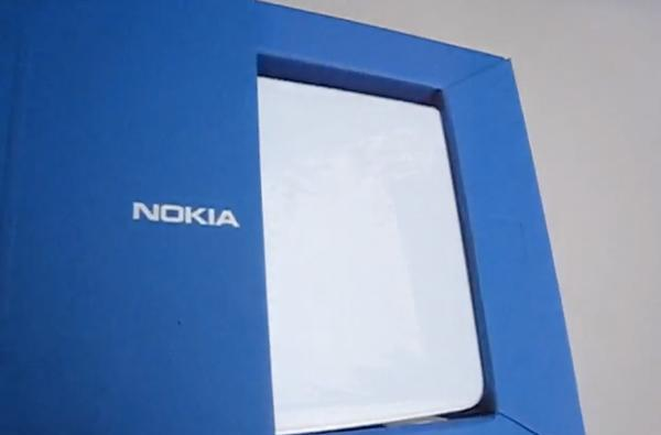 Nokia Booklet 3G hits the unboxing phase of its product cycle