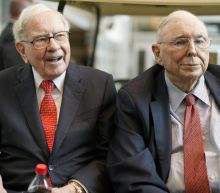 Munger compares bitcoin to what Oscar Wilde said about fox hunting