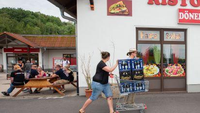 Rechtsrock-Festival in Ostritz: Bewohner kaufen Neonazis das Bier weg