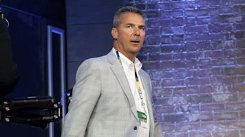 Meyer shades Michigan in new role as FOX analyst