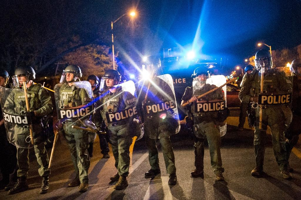 Riot police in Baltimore on April 29, 2015 (AFP Photo/Andrew Burton)