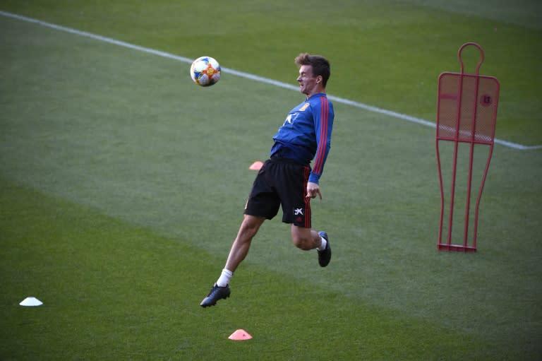 Leeds sign Spain international Diego Llorente