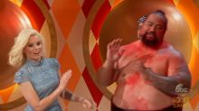 Elizabeth Banks Gets Hands-On With 'Gong Show' Contestant