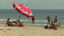 Dynamiques, masqués ou farniente : les plaisirs du retour à la plage