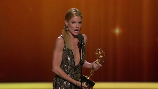 Julie Bowen Wins Outstanding Supporting Actress for 'Modern Family'