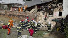 Apartment building collapses in Poland: 6 killed, 4 injured