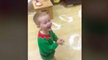 Mira a este niño y vuelve a creer en la Navidad