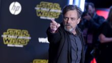 Mark Hamill gives the best fan autographs in the galaxy