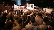 """""""Laissez-nous respirer"""" : des milliers de personnes manifestent en Israël contre la gestion de l'épidémie de coronavirus"""