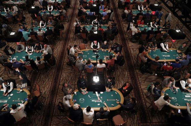 Facebook and CMU's poker AI beat five pros at once