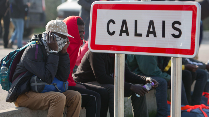 UK set to take more Calais child migrants