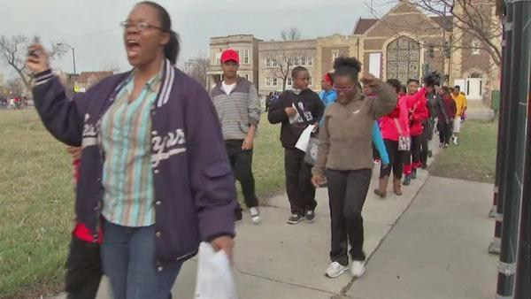 Chicago students march for 'Safe Passage'