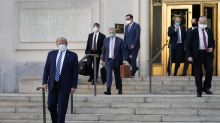 Trump sale del hospital; pide no temer al coronavirus