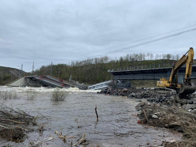 Russia's rail link to port of Murmansk severed by bridge collapse