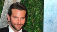 WOWtv - Bradley Cooper Lives With His Mom