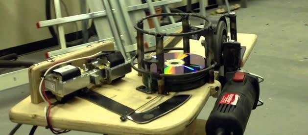 DIY-CD-Werfer: Brennausschuss wird Wurfgeschoss (Video)
