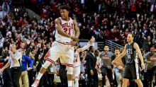 Jimmy Butler fights through turned ankle for buzzer-beater, Bulls win