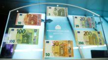 Euro y libra esterlina suben después de que May obtiene apoyo a acuerdo por Brexit