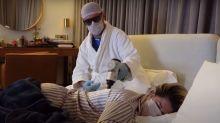 """Doente, Dani Souza arma """"esquema de guerra"""" para receber massagem"""