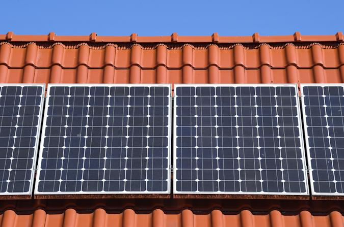 18 April 2020, Brandenburg, Sieversdorf: A photovoltaic system (solar plant) on the roof of a private house. Photo: Patrick Pleul/dpa-Zentralbild/ZB (Photo by Patrick Pleul/picture alliance via Getty Images)