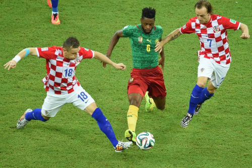 Cameroon midfielder Alexandre Song is challenged by Croatia's Ivica Olic (L) and Ivan Rakitic during a World Cup Group A match in Manaus, Brazil on June 18, 2014
