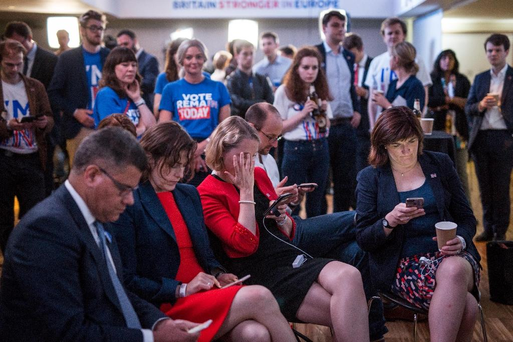 Supporters of the 'Stronger In' Campaign react as results of the EU referendum are announced at a results party at the Royal Festival Hall in London (AFP Photo/Rob Stothard)