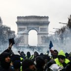 French govt bristles as foreign leaders seize on 'yellow vest' crisis