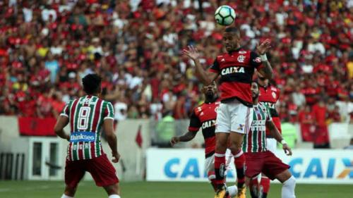 De volta ao time titular, Romulo lamenta empate: 'Gosto de derrota'