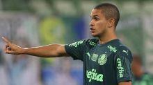 Gabriel Silva faz primeira viagem internacional como profissional do Palmeiras: 'Momento único'