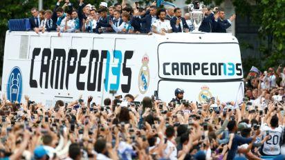 Le Real célèbre son triomphe avec ses supporters dans les rues de Madrid