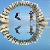 一秒飛出國!台版天空之鏡、復活島、哈比屯精靈屋在花東