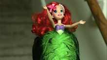Madre convierte la melena de su hija en la sirenita Ariel