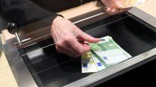 Geldabheben am Bankschalter darf extra kosten