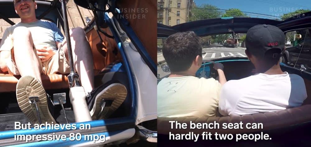 BMW Isetta車門採前開式設計,這也是絕無僅有的開門方式,開啟車門後可見到雙人座位,車室空間看起來相當寬裕。(圖片來源:https://www.facebook.com/BusinessInsider.Cars/videos/483269878751987/)