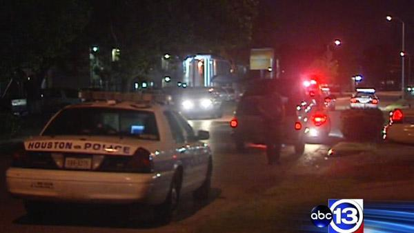 Police searching for chase suspects in NW Houston