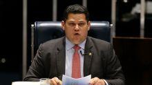 Alcolumbre critica ação da PF contra líder do governo e diz que Senado questionará STF