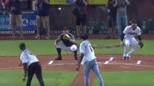 Lonzo Ball handled his first pitch fine ... and Josh Jackson did not