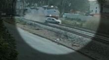 Trem arrasta carro com três pessoas em Minas Gerais