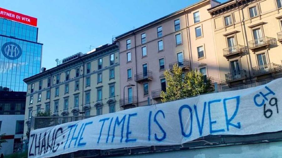 Lukaku, ora è contestazione: 'Suning al capolinea, l'Inter non è un'azienda di lavatrici!'. La Nord: 'Zhang, the time is over'