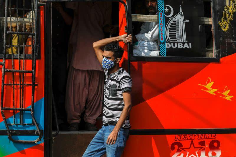 Pakistan's second wave of coronavirus infections gathers momentum
