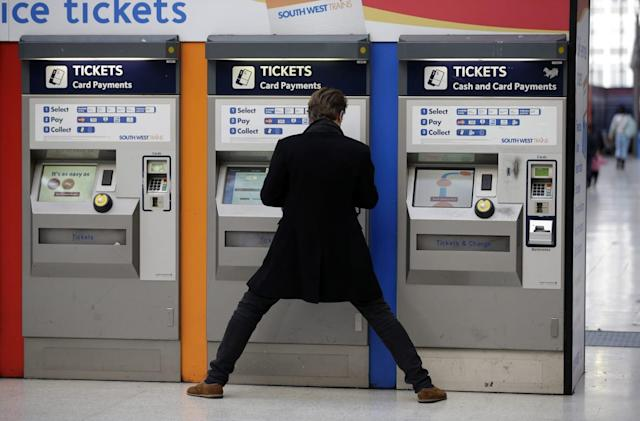 UK trains to let contactless cards act as paper tickets
