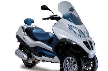 Piaggio MP3 Hybrid trike hits the streets in early 2010 for around $9k