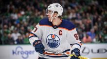 NHL roundup: Oilers' Connor McDavid nets hat trick
