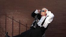 Professora de 64 anos se torna ícone fashion no Instagram
