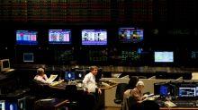 Bonos de Argentina caen con selectividad atentos a  reestructuración deuda